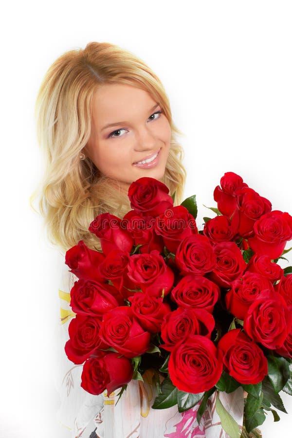 Młoda dziewczyna z bukietem róże zdjęcie royalty free