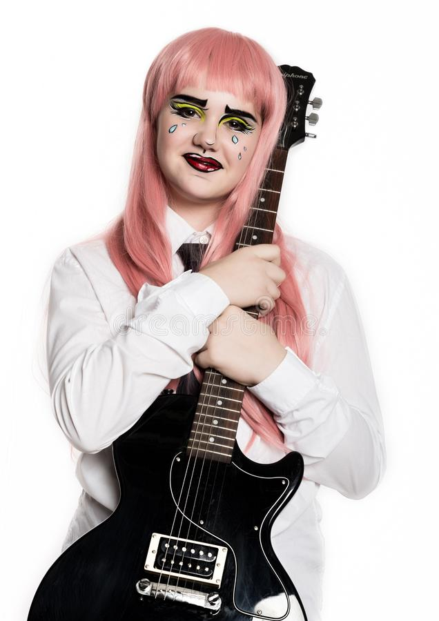 Młoda dziewczyna z fachową komiczną wystrzał sztuki makijażu mienia gitarą elektryczną ?mieszny kresk?wki lub komiksu makija? obrazy stock
