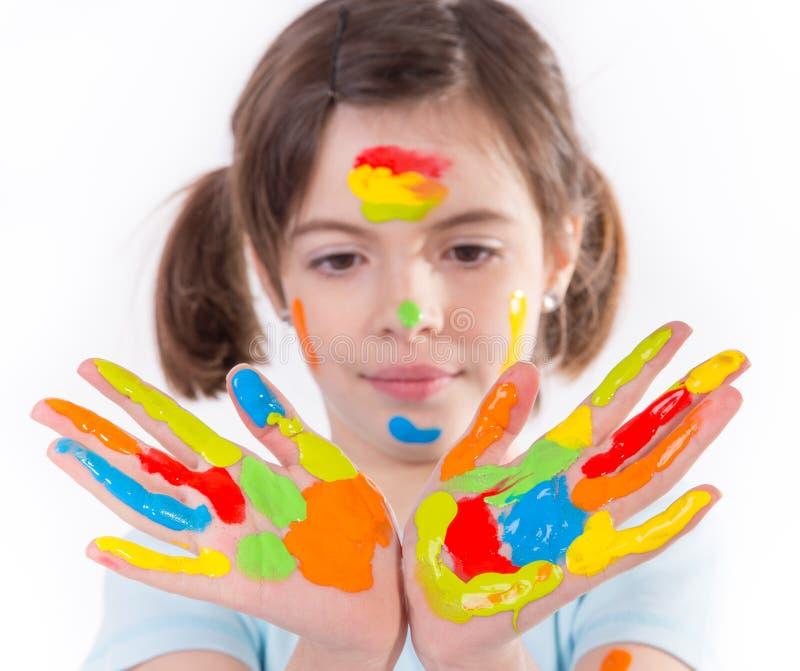 Młoda dziewczyna z kolorowymi rękami obrazy royalty free