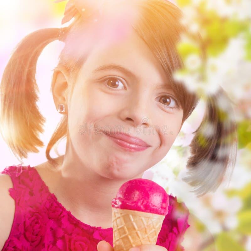 Młoda dziewczyna z lody obraz royalty free