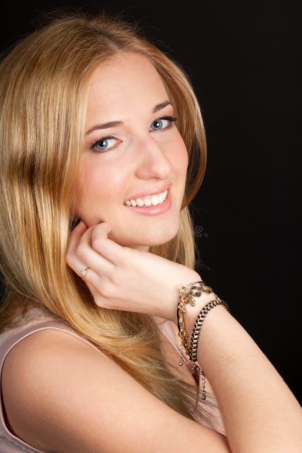 Młoda dziewczyna z pięknym uśmiechem zdjęcia royalty free
