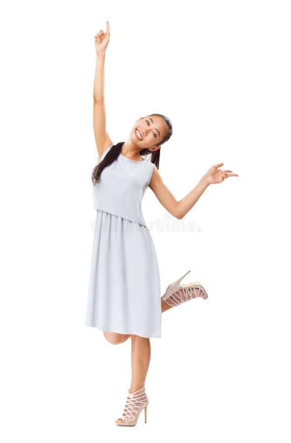 Młoda energiczna Azjatycka dziewczyna w eleganckiej sukni cieszy się życie zdjęcia royalty free
