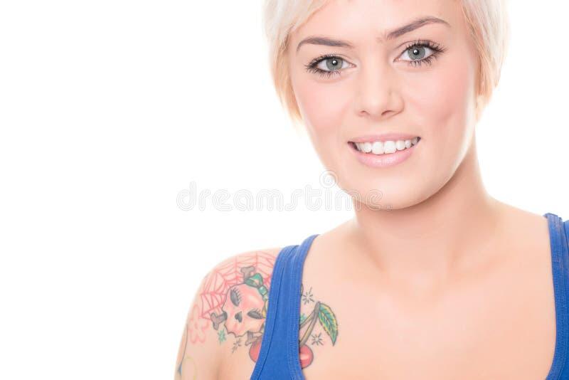 Młoda i uśmiechnięta kobieta obrazy stock