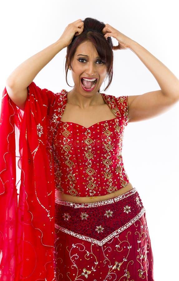 Download Młoda Indiańska Kobieta Ciągnie Jej Włosy I Krzyczy W Frustraci Zdjęcie Stock - Obraz złożonej z kultura, kolor: 41952320