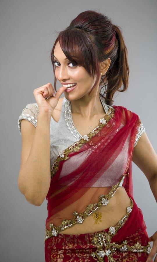 Download Młoda Indiańska Kobieta Ono Uśmiecha Się Z Palcem W Usta Obraz Stock - Obraz złożonej z human, rozochocony: 41951789