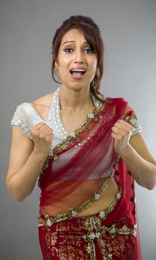 Download Młoda Indiańska Kobieta Patrzeje Udaremniający Zdjęcie Stock - Obraz złożonej z agresja, wysiłek: 41952038