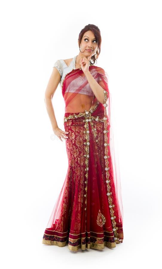 Download Młoda Indiańska Kobieta Patrzeje Z Ukosa I Główkowanie Zdjęcie Stock - Obraz złożonej z etnocentryzm, przód: 41951682