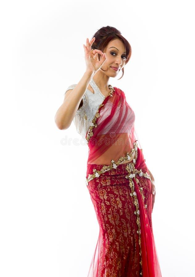 Download Młoda Indiańska Kobieta Pokazuje OK Znaka Zdjęcie Stock - Obraz złożonej z widok, wyrażenie: 41951482