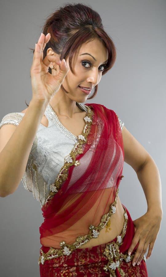 Download Młoda Indiańska Kobieta Pokazuje OK Znaka Zdjęcie Stock - Obraz złożonej z zawartość, palec: 41951936