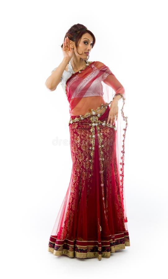 Download Młoda Indiańska Kobieta Próbuje Słuchać Zdjęcie Stock - Obraz złożonej z cięcie, widok: 41951772