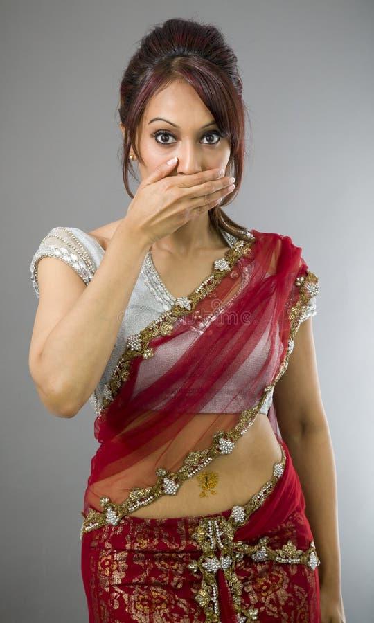 Download Młoda Indiańska Kobieta Z Oddawał Jej Usta Obraz Stock - Obraz złożonej z ręka, pomysły: 41952179