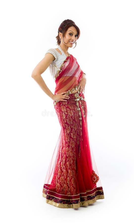 Download Młoda Indiańska Kobiety Pozycja Z Jej Rękami Akimbo Obraz Stock - Obraz złożonej z szczęście, długość: 41951749