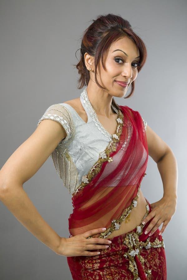 Download Młoda Indiańska Kobiety Pozycja Z Jej Rękami Akimbo Obraz Stock - Obraz złożonej z szczęście, kolor: 41952109