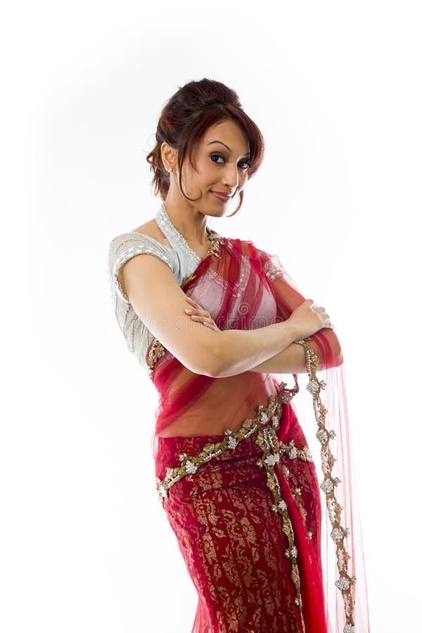 Download Młoda Indiańska Kobiety Pozycja Z Jej Rękami Krzyżować Zdjęcie Stock - Obraz złożonej z dorosli, postawa: 41951626
