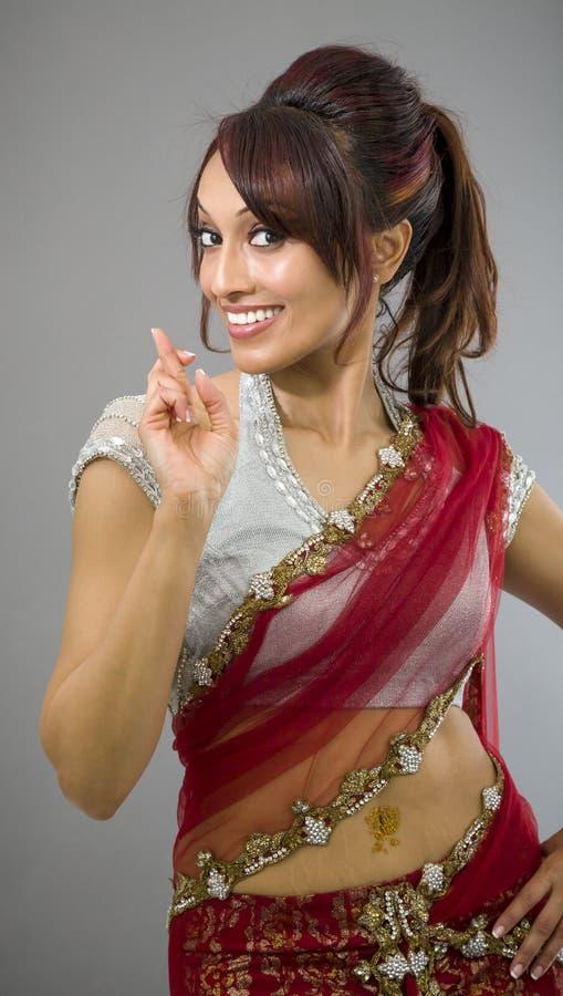 Download Młoda Indiańska Kobiety Pozycja Z Palcem Krzyżującym Obraz Stock - Obraz złożonej z human, palce: 41951785