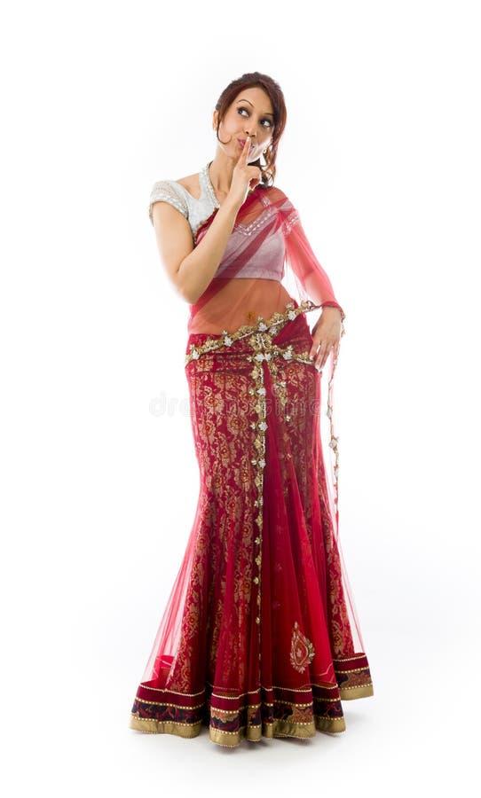 Download Młoda Indiańska Kobiety Pozycja Z Palcem Na Wargach Zdjęcie Stock - Obraz złożonej z cięcie, cenzura: 41951680