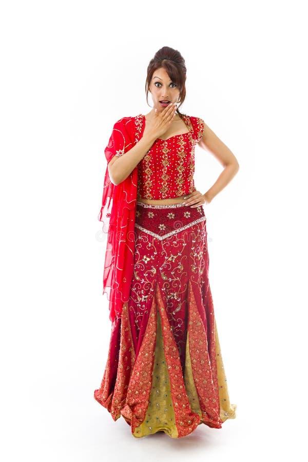 Download Młoda India Kobieta Z Szokującym Wyrażeniem Odizolowywającym Nad Białym Tłem Obraz Stock - Obraz złożonej z facial, hindus: 41952337