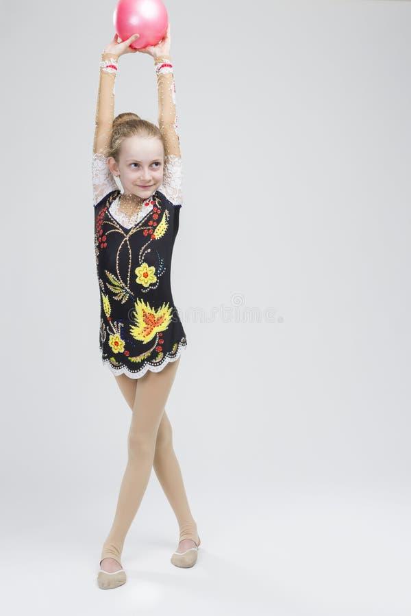 Młoda Kaukaska Żeńska Rytmiczna gimnastyczki atleta W profesjonaliście zdjęcia royalty free