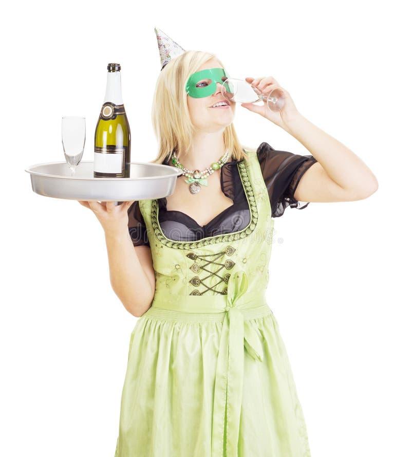 Młoda kelnerka z tacą zdjęcie royalty free