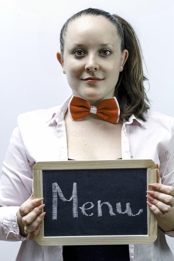 Młoda kelnerki mienia menu deska w rękach zdjęcie royalty free