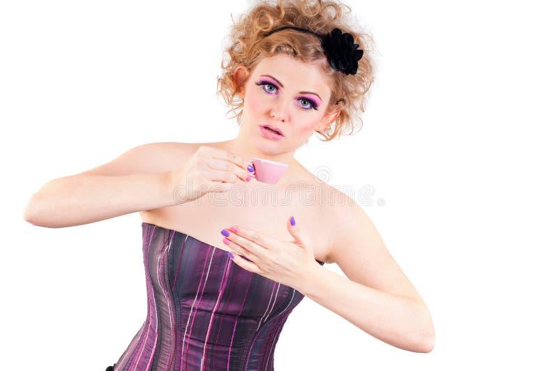 Młoda kobieta bawić się lala charakteru fotografia royalty free