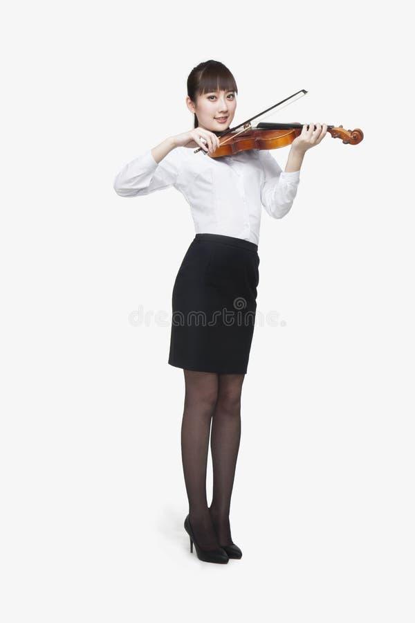 Młoda Kobieta Bawić się skrzypce fotografia royalty free