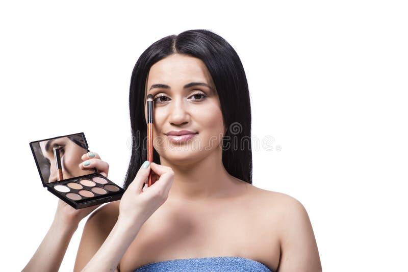 Młoda kobieta dostaje makijaż odizolowywający na bielu obraz royalty free