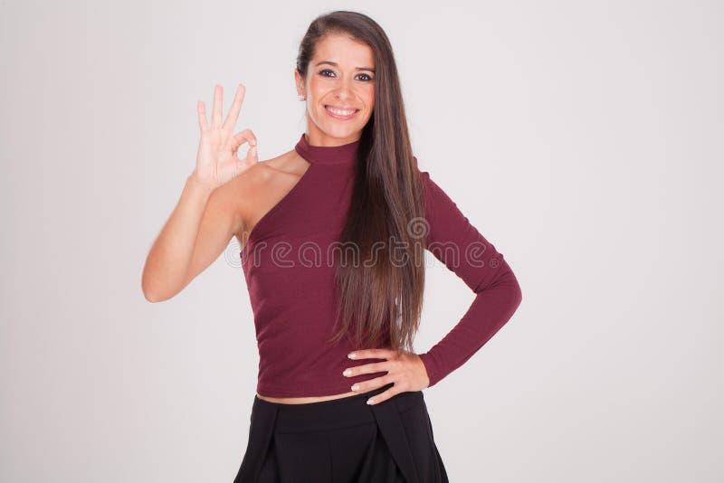 Młoda kobieta, everything jest Ok fotografia royalty free