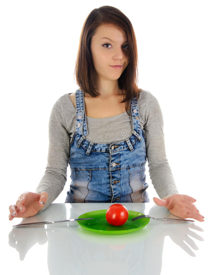 Młoda kobieta i pomidor. zdjęcie royalty free