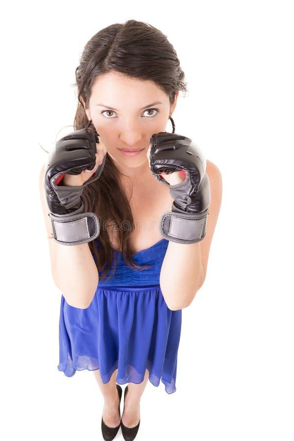 Młoda kobieta jest ubranym bokserskie rękawiczki w przypadkowej sukni zdjęcie royalty free