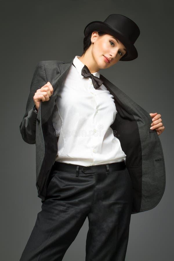 Młoda kobieta jest ubranym mężczyzna kostium zdjęcie royalty free