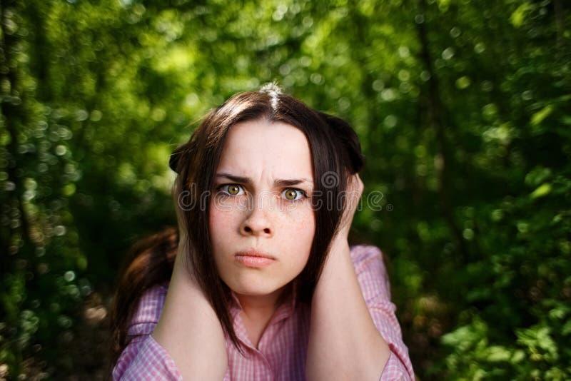 Młoda kobieta końcowi ucho zdjęcia royalty free
