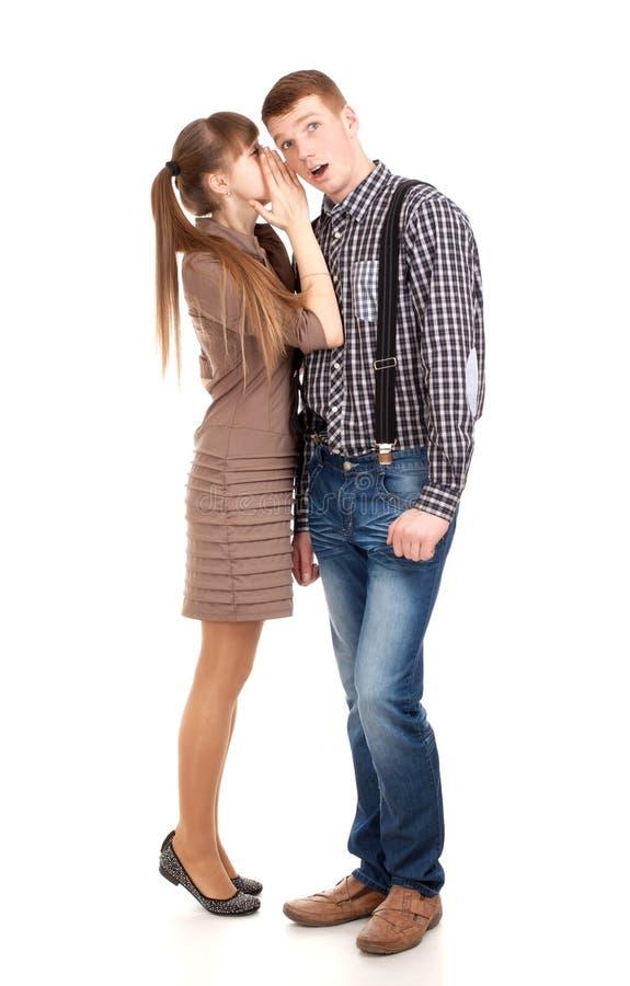 Młoda kobieta mówi sekret mężczyzna fotografia royalty free