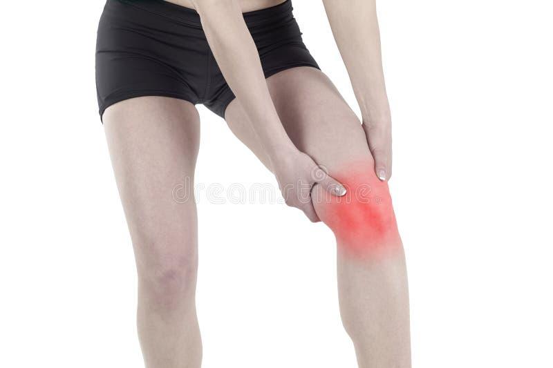 Młoda kobieta masuje jej bolesnego kolano fotografia stock