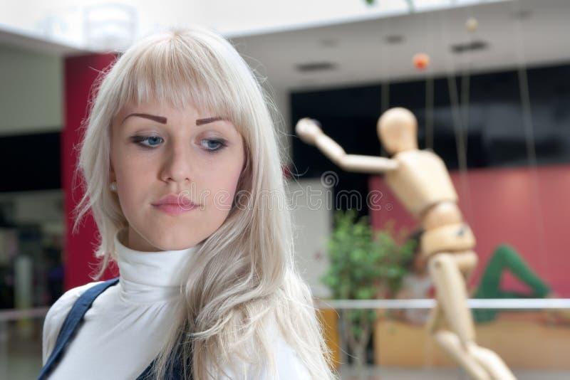 Młoda kobieta myśleć o coś romantyczną zdjęcia royalty free