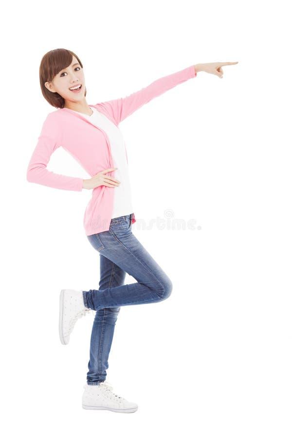 Młoda kobieta pokazuje coś popierać kogoś obraz stock