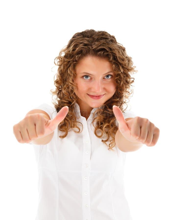 Młoda kobieta pokazuje ok znaka odizolowywającego na białym tle zdjęcia stock