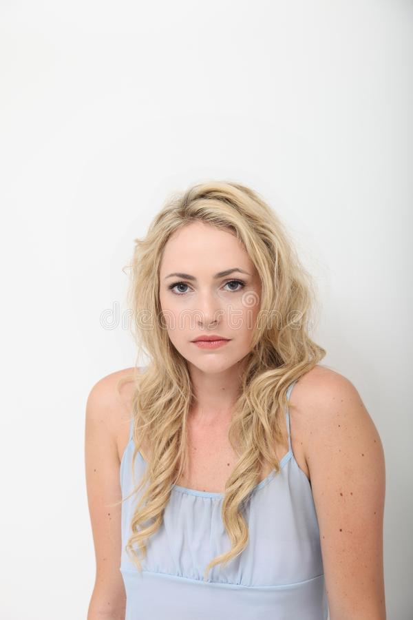 Młoda kobieta poważna młoda kobieta fotografia stock