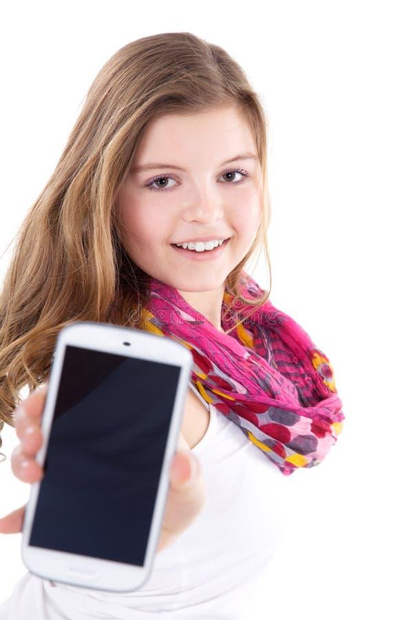 Młoda kobieta przedstawia jej telefon komórkowego fotografia royalty free
