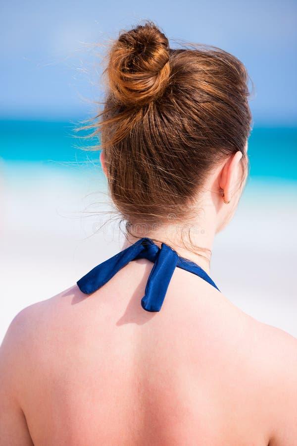 Młoda kobieta przy plażą zdjęcie stock