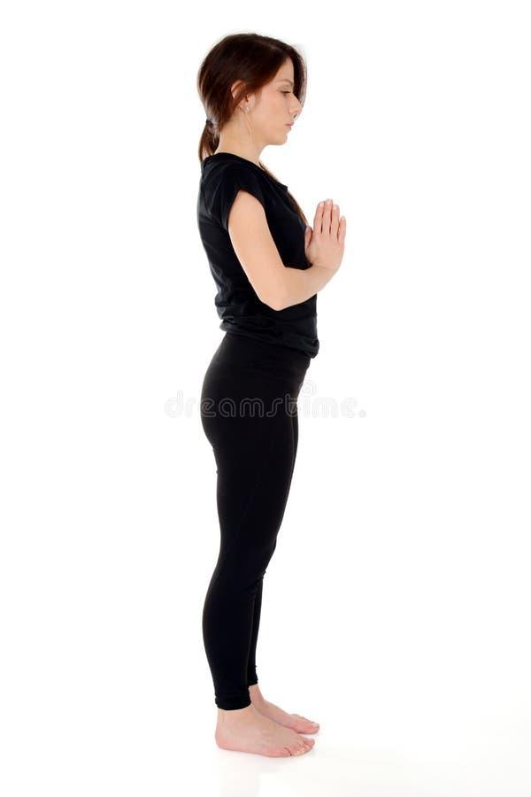 Młoda kobieta robi joga asana Namaste zdjęcia stock