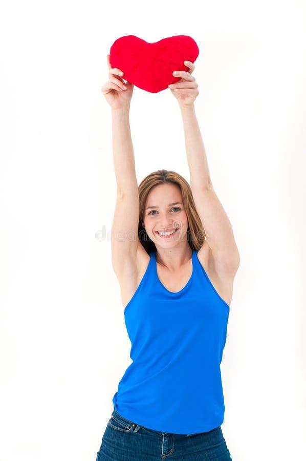 Młoda kobieta trzyma czerwonego serce obrazy stock