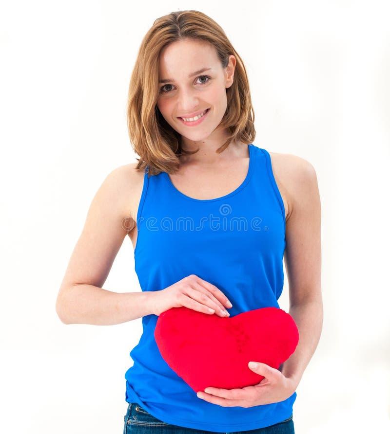 Młoda kobieta trzyma czerwonego serce obrazy royalty free