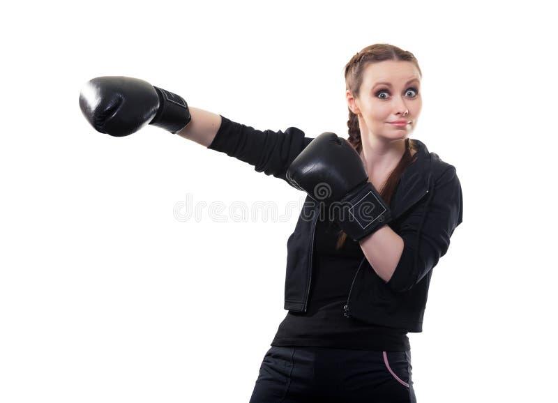 Młoda kobieta w bokserskich rękawiczkach na białym tle zdjęcie stock