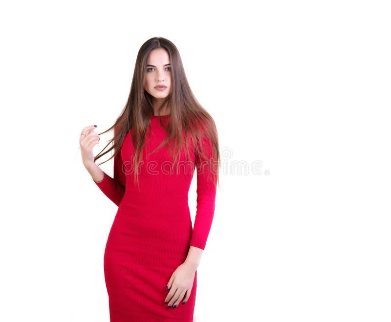 Młoda kobieta w czerwieni smokingowy pozować fotografia royalty free