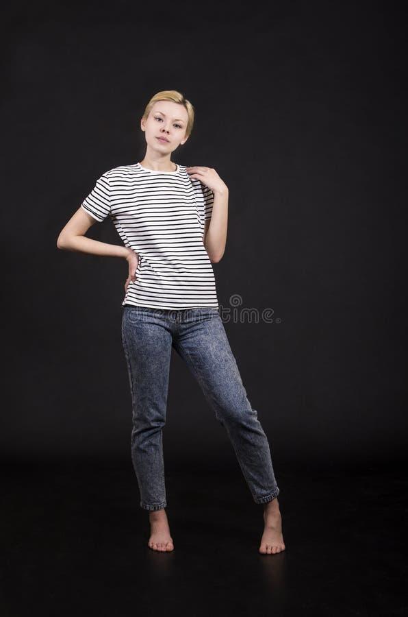 Młoda kobieta w pasiastej trójnik koszula fotografia royalty free
