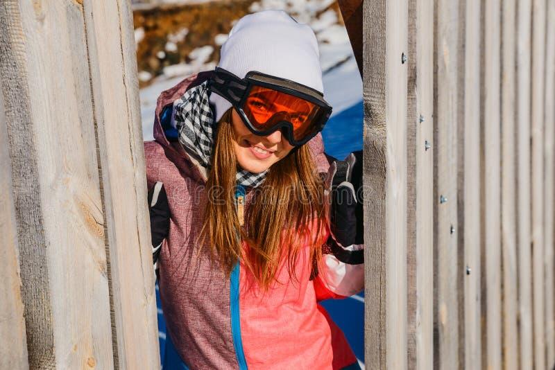Młoda kobieta w szkłach dla zima sportów obraz royalty free