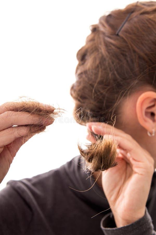 Młoda kobieta z alopecia, odizolowywającym na bielu, pojęcie włosiana strata zdjęcia stock