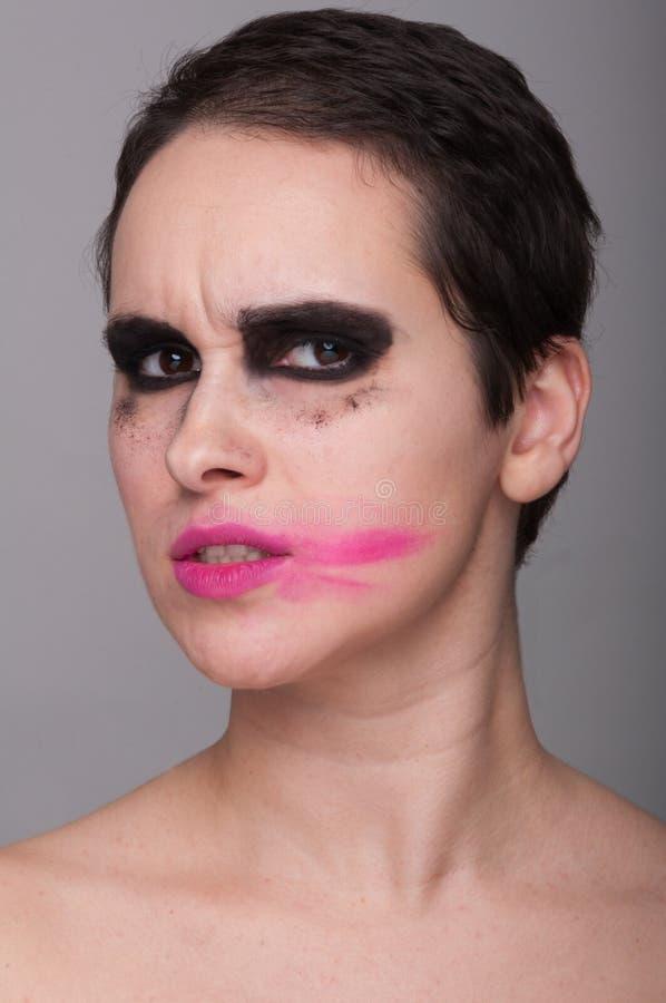 Młoda kobieta z brudnym makeup zdjęcia stock
