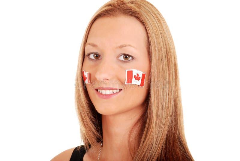 Młoda kobieta z Canada majcherami na twarzy zdjęcie stock